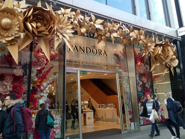 The exterior of the Pandora store at Marble Arch