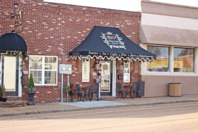 Exterior Image of 103 East Market, Troy, IL 62294, Turn Key Cafe