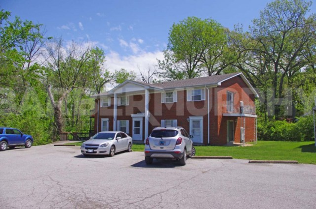 Exterior Image of Complex for Fully Leased 4 Plex Apartment Complex, 510 North 38th St, Belleville, Illinois 62226