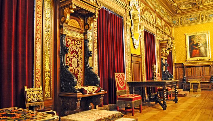 camera tronului