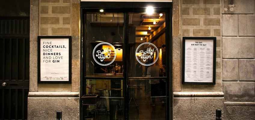 A picture of the front door of Bobby Gin cocktail bar in Barcelona