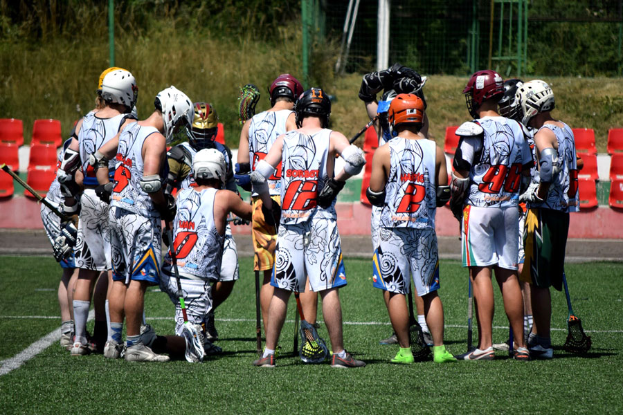 Barcelona Lacrosse on a huddle