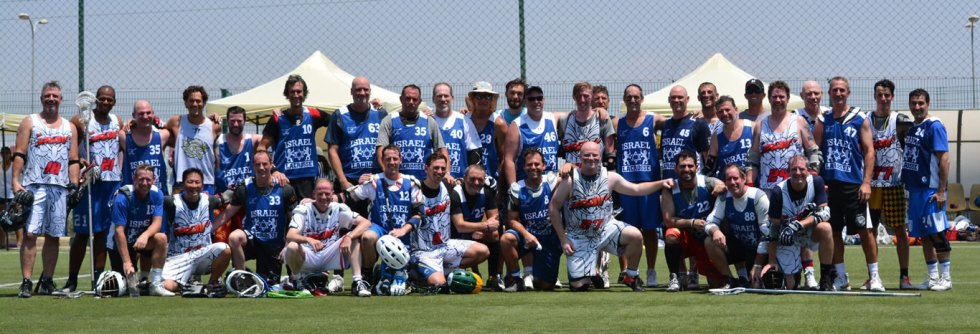 group photo with Barcelona Lacrosse & Israel Masters