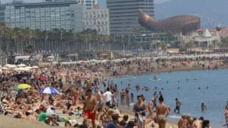 banistas-playa-barceloneta-barcelona-1467645383597