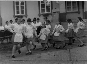 Szuhakállói iskolások néptánc-bemutatója