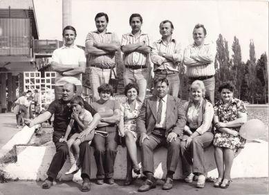1978, Debrecen, brigádkirándulás, középen, felül Soltész Béla, balra tőle Ottó bácsi, jobbra, szélen Lőrincz János, a Halász étterem vezetője, alul, lent a kisgyerektől jobbra Mártika