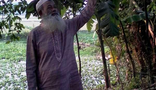 হোমিও ডাক্তার আজিজুল হকের পাখির প্রতি ভালোবাসা