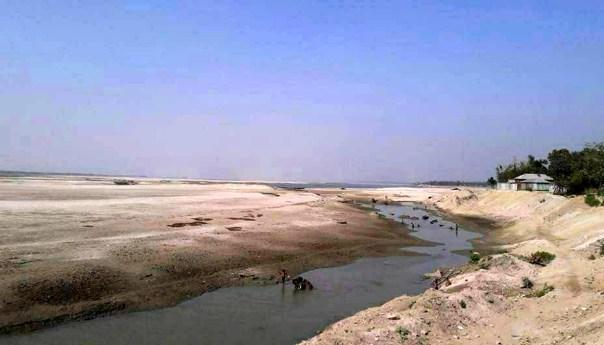 এইখানে একদিন নদী ছিল