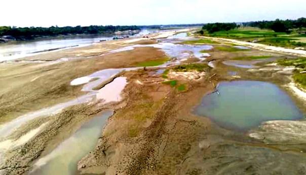 হেমন্তেই শুকনো খালে পরিণত হয়েছে মানিকগঞ্জের নদ নদী
