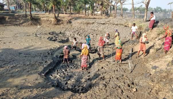 এখনও মজুরি বৈষম্যের শিকার উপকূলীয় নারীরা