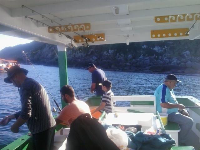barco-para-pesca-e-passeio