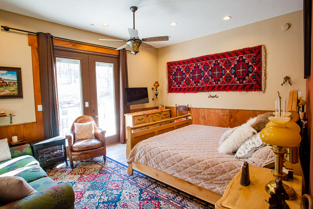BarDew Valley Inn Cowboy Suite