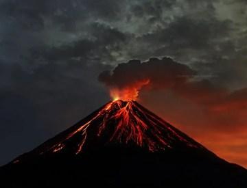 Poesia en Bardulias: Tú el Volcán