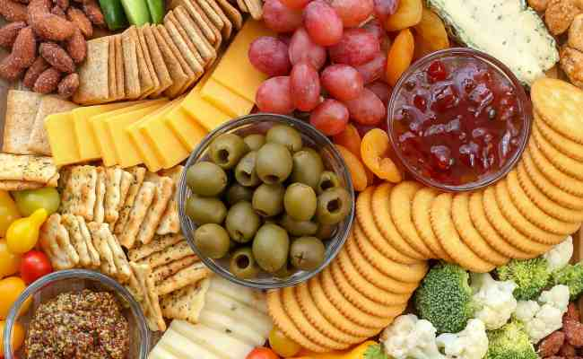 How To Make A Simple Cheese Board Barefeetinthekitchen