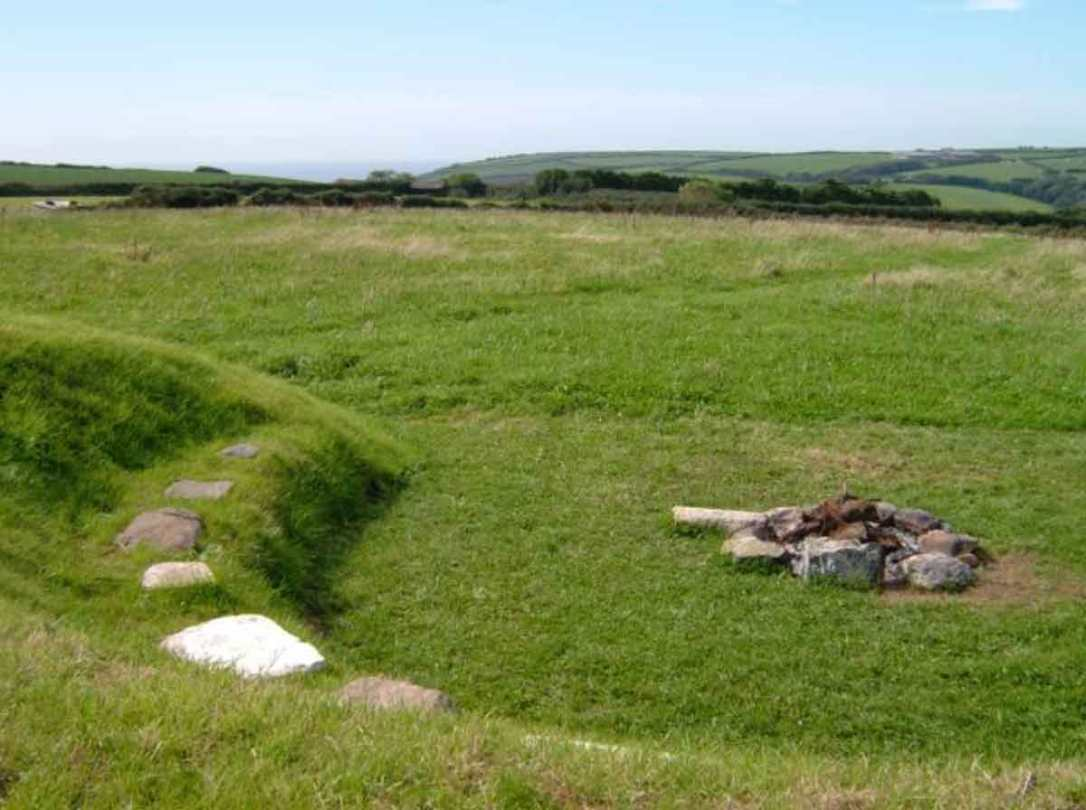 the fire pit in the Seaview meadow at barefoot glamping Cornwall