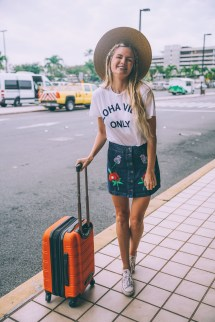 Airport Style - Barefoot Blonde Amber Fillerup Clark