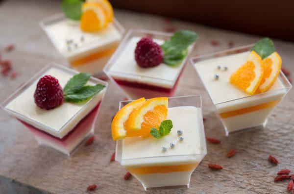 Panna cotta z malinami in pomarančami - Finger food - ponudba