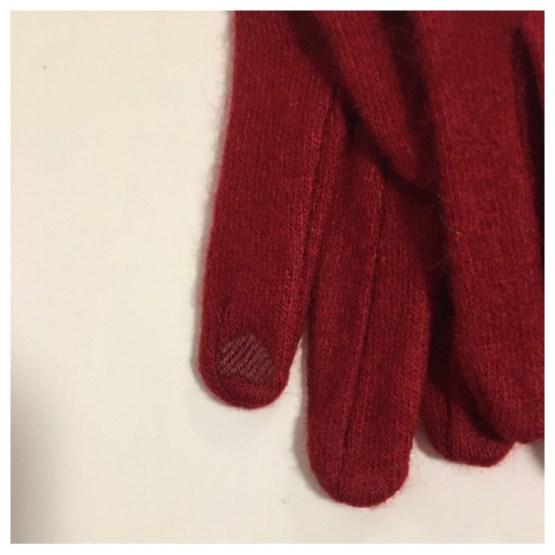 Ullhanske rød med mobilfinger