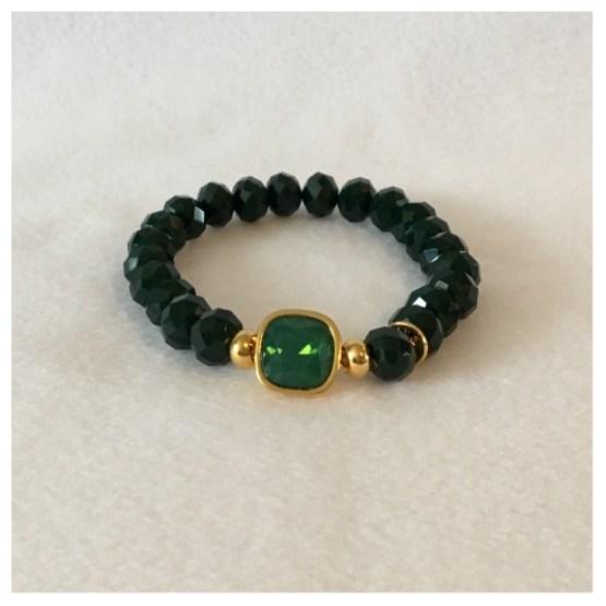Armbånd med grønne stener