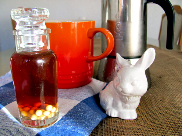 With the mildly demonic looking bunny-of-Amarula-past appeased, here is my cold percolated coffee with Amarula spheres.
