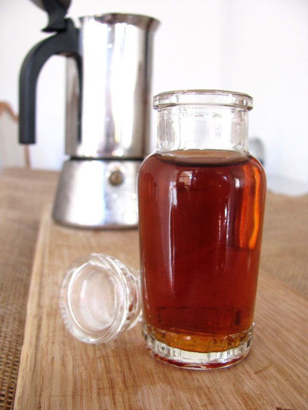 """Cold percolated coffee using a standard percolator """"Macgyver"""" style."""