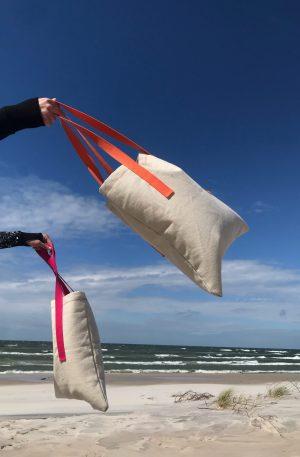piaskowe torby z różowymi i pomarańczowymi uszami