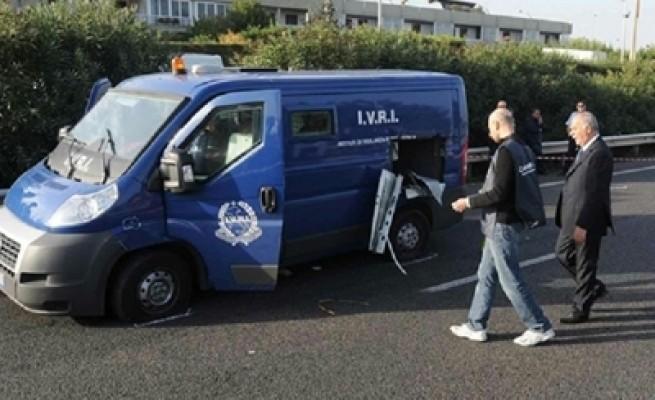 Assalto a furgone portavalori bottino di due milioni di euro