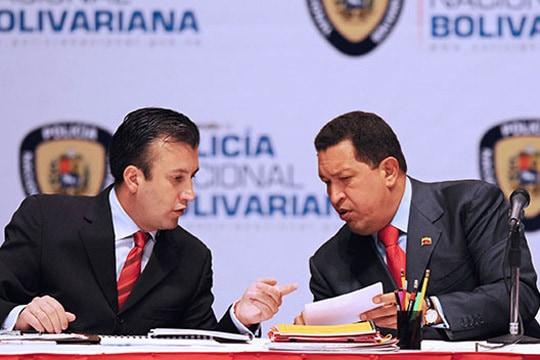 Тарек като министър с Чавес като президент