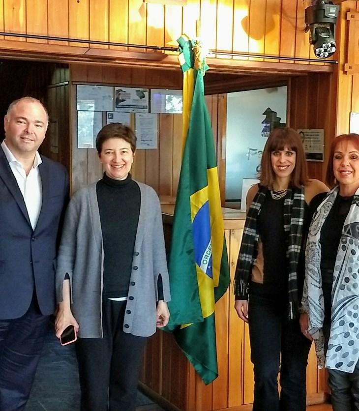 A Cônsul-geral do Brasil e Sabrina do Bariloche para Brasileiros