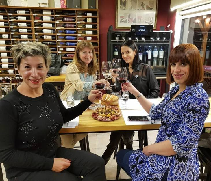 Sabrina Sainz de Vicuña, Anabella Alcuaz, Vanessa Olivatti e Andrea Canavino en Patagonia Vinos