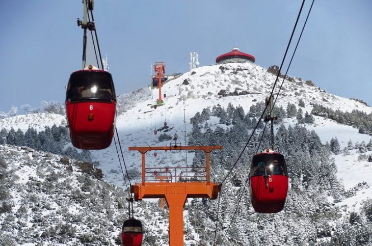 Teleférico Cerro Otto, con Confitería GIratorial en la parte superior
