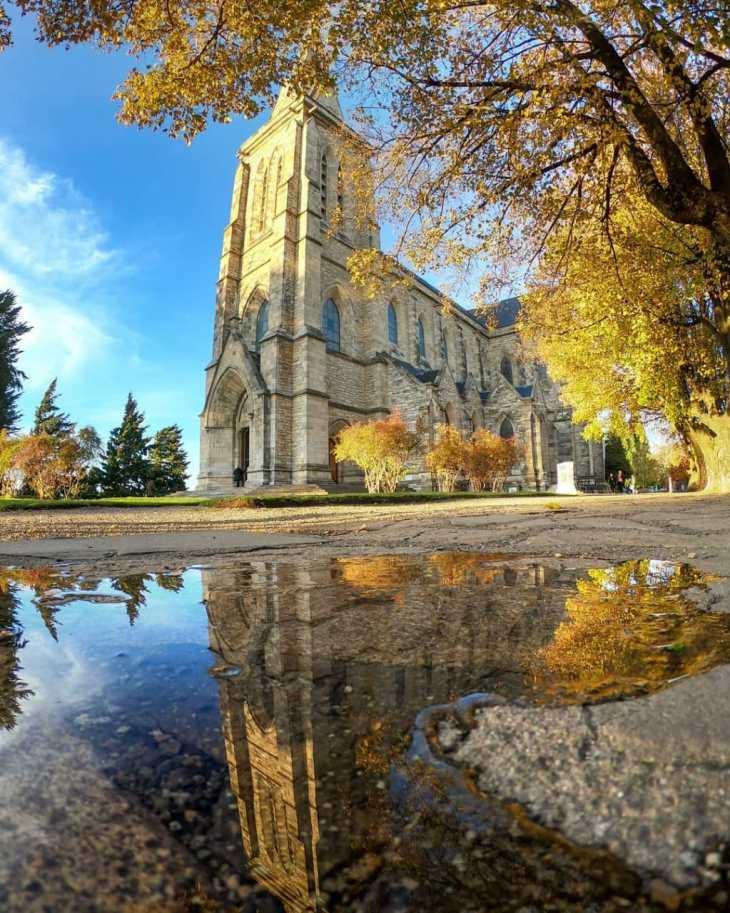 Catedral Nuestra Señora de Nahuel Huapi em Bariloche no outono