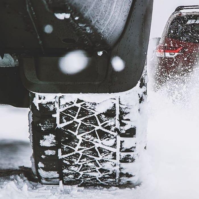 Neve presa aos pneus
