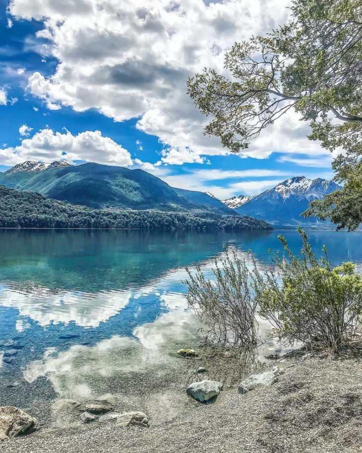 Lago Mascardi em Bariloche, durante a primavera.