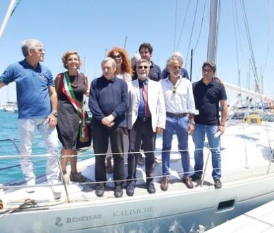 Bari Social Boat – Nave confiscata alla malavita barese diventa una biblioteca galleggiante