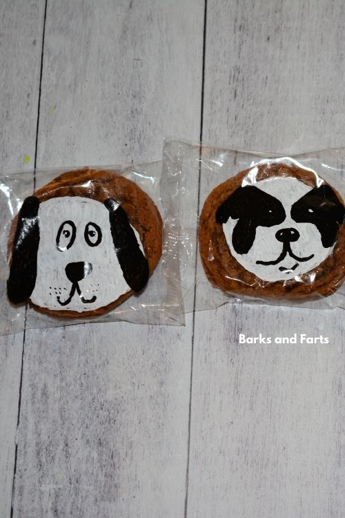 puppy dog designs on a oatmeal creme pie wrapper.