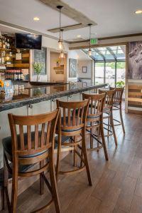 Barn Door Restaurant Lounge - Barn Door Restaurant