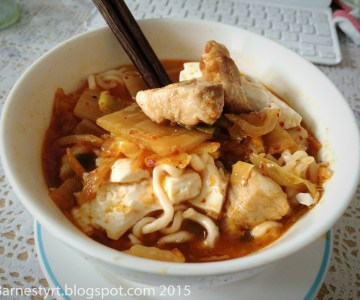 Oppskrift :: Kimchi Jjigae – Koreansk ribbegryte med kimchi