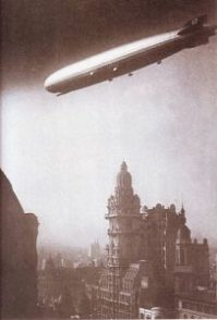 Graf_Zeppelin_Avenida_de_Mayo_Buenos_aires