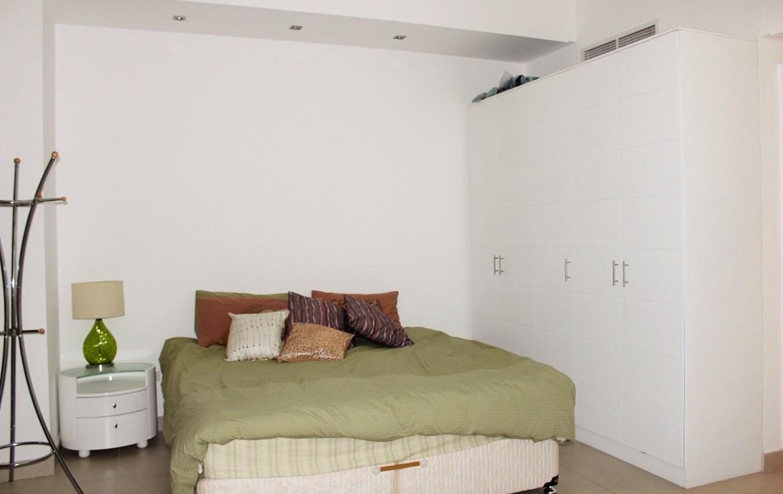 Spacious 2 Bedroom Apartment 8