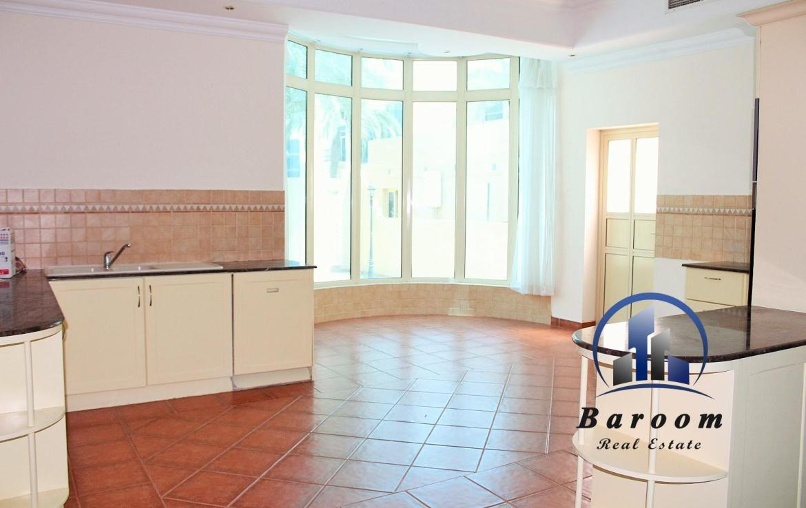 Four Bedroom Villa with Garden 5