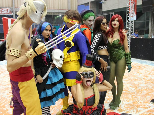 Desfile Cosplay, onde todos se vestem com seus personagens favoritos.