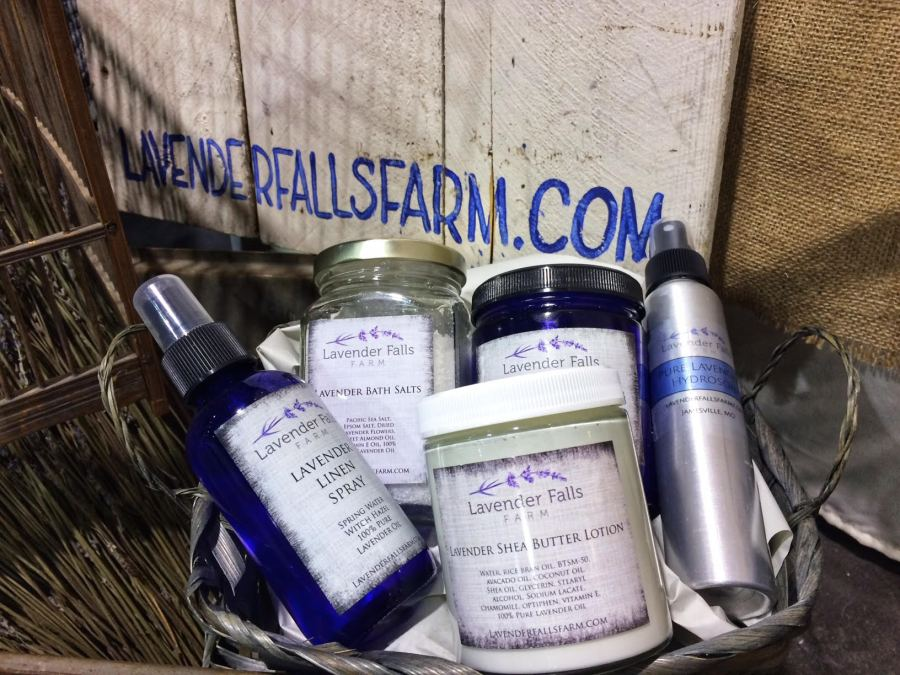 lavender falls farm, gift guide, gifts for her, gift ideas, barrel aged creations, linen spray, lotion, bath salts, gift set
