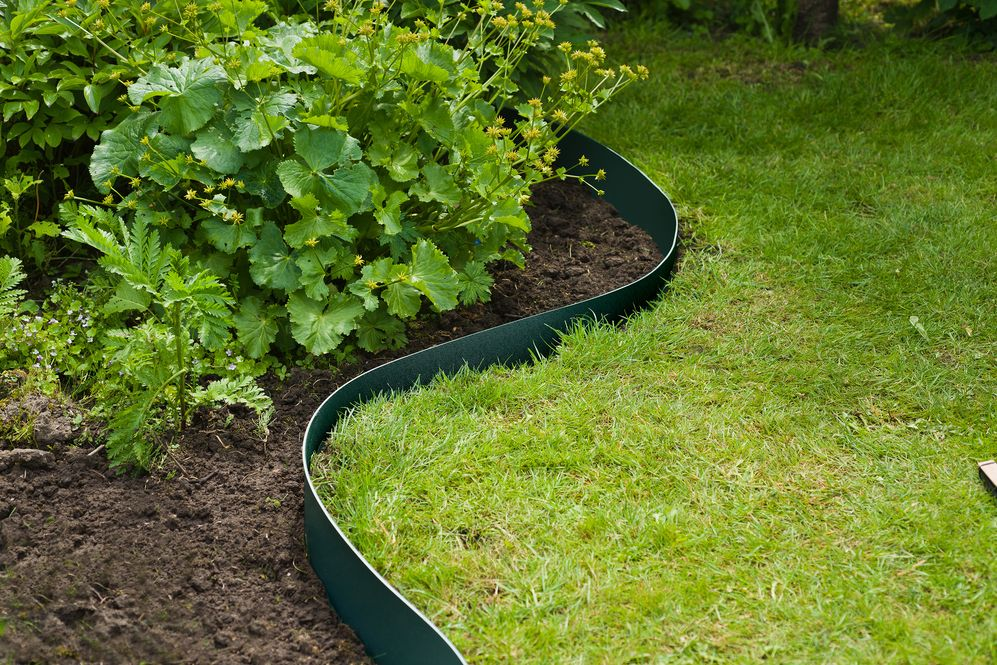 comment installer des bordures de jardin barriere anti racine