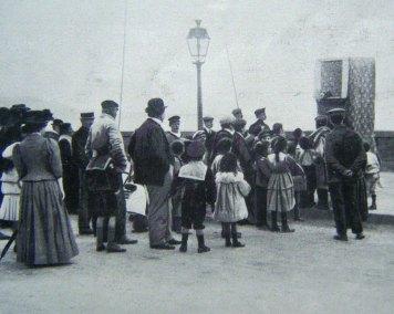 Actuación de títeres en Nápoles, 1911