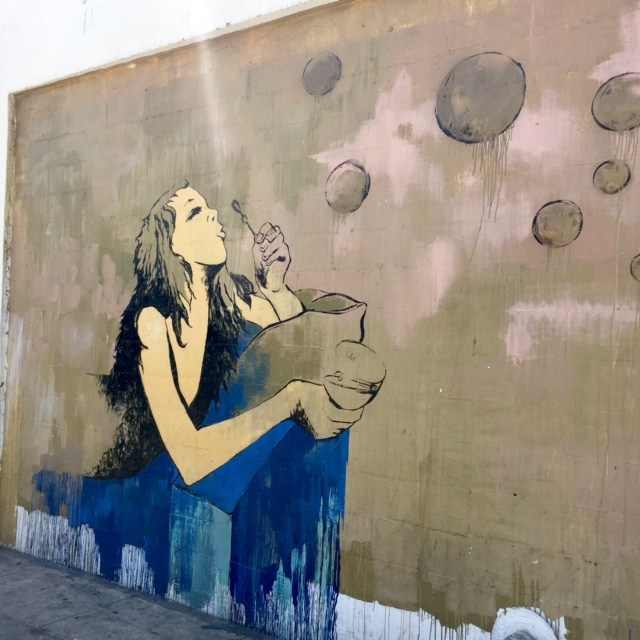 los-angeles-arts-district-dtla-street-art-girl-blowing-bubbles