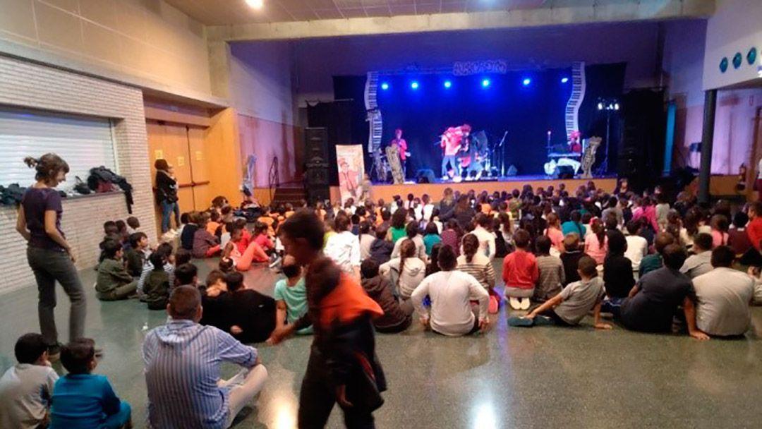 Los colegios de Oliver celebran el aniversario del Centro Cívico