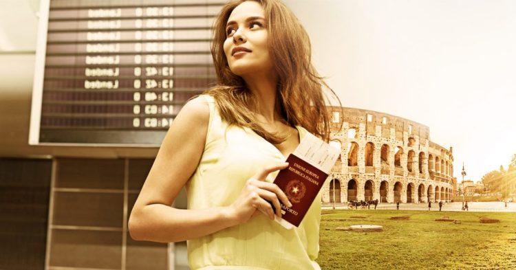 mulher com o Passaporte italiano imagem de aeroporto e do Coliseu ao fundo