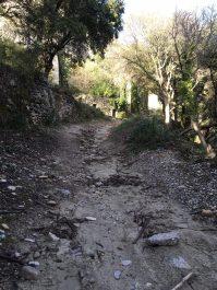 Le chemin laminé jusqu'à la roche.