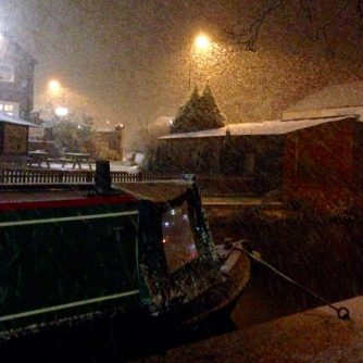 Heavy snow falling in Hopwas